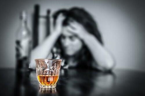 alkol bağımlısı kadın