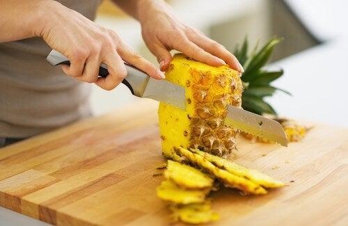 Kilo Vermek ve Toksinleri Atmak İçin Ananas Yiyin