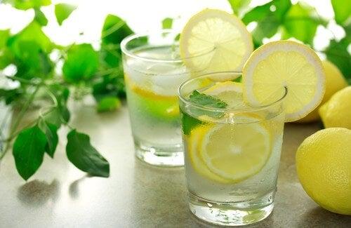 Sabahları Ilık Limon Suyu İçmek Faydalı Mıdır?