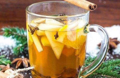 Elma, Tarçın, Anason ve Karanfilli Şifalı Çay Tarifi