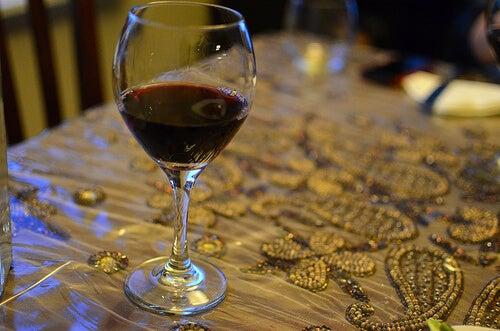 bir bardak şarap