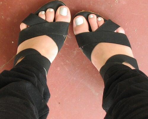 yazlık ayakkabı ve ayaklar
