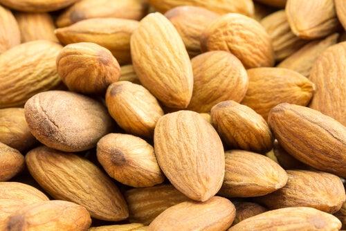 Almonds tr