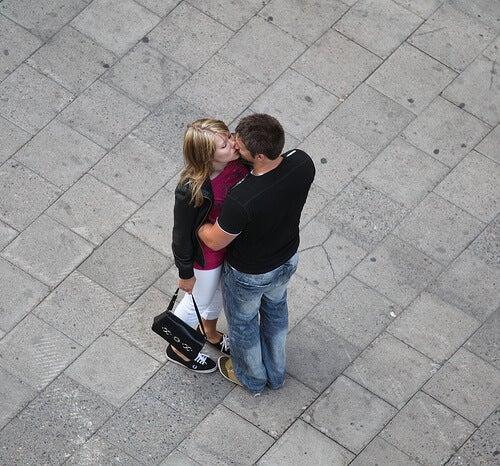 öpüşen çift