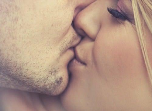 öpüşme çift