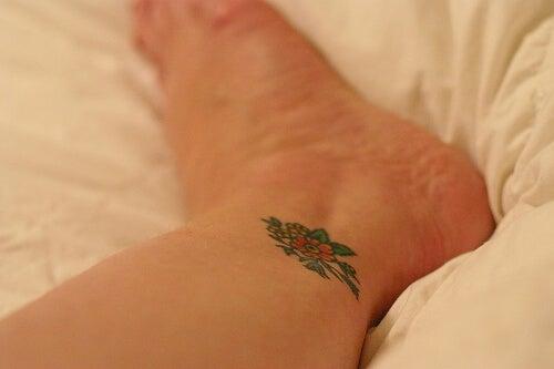 ayak bileğinde dövme