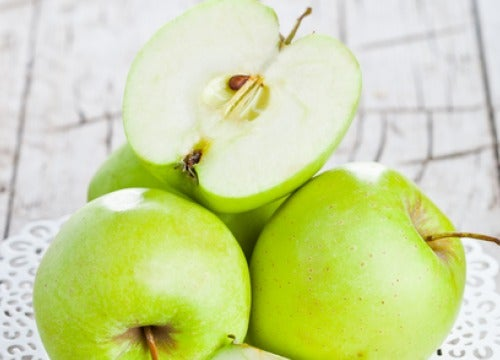 Aç Karnına Yeşil Elma Yemenin Faydaları