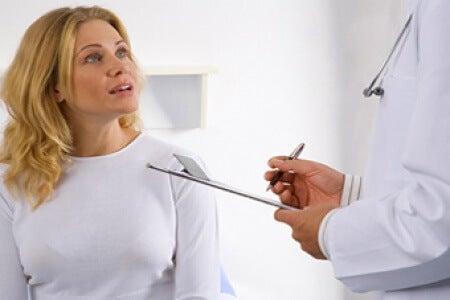 doktora danışan kadın