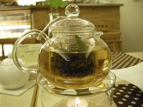 demlenmiş papatya çayı