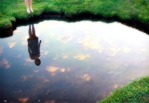 Mutlu Olmak İçin Ayna Kanununu Keşfedin