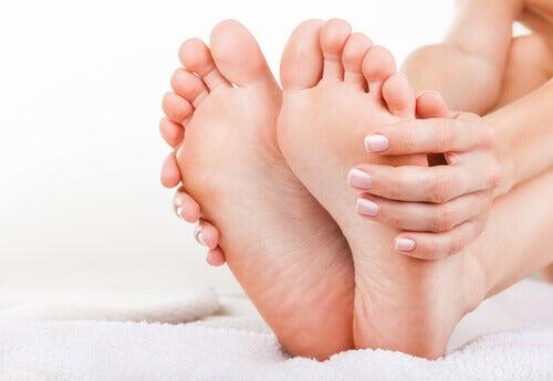 sağlıklı ayaklar ve eller