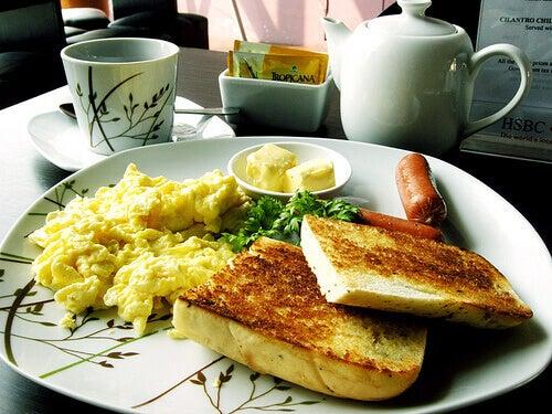 iyi-bir-kahvaltı-beyne-yardımcı-olur