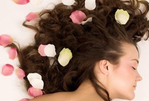 Saçlarınızın Doğal Olarak Güzel Kokmasını Sağlamak