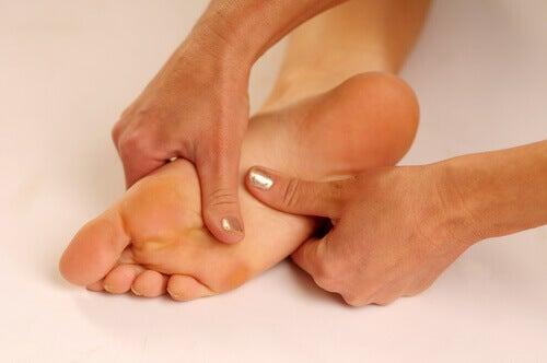Topuk Dikeni: Ayak Tabanındaki Ağrıların Tedavisi