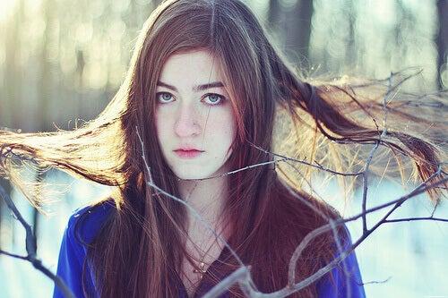 rüzgar kuru saçlar üzgün kız
