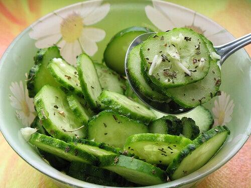 doğranmış baharatlanmış salatalık