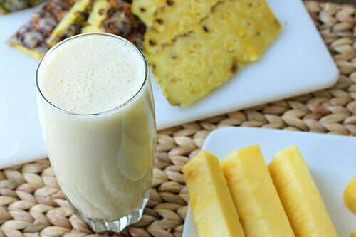ananaslı smoothie içerek kilo verin