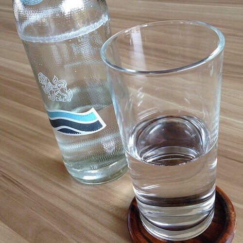 bardakta maden suyu