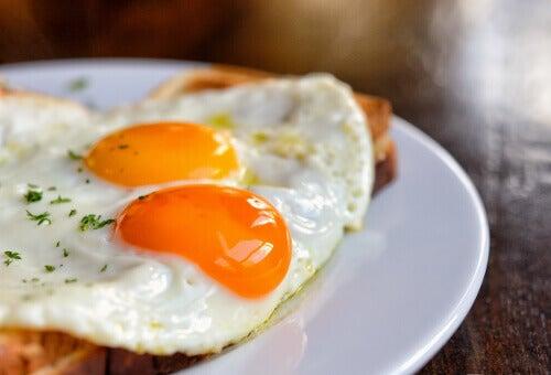 yumurta tok tutan yiyecek