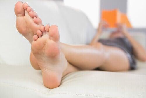 ayakları uzatıp yatmak