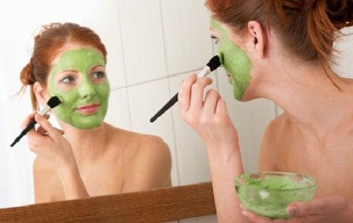 yeşil yüz maskesi
