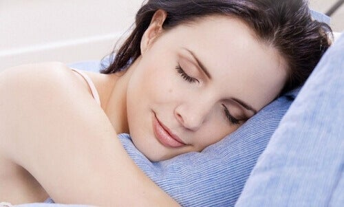 Yastık Spreyleri: Bu Ev Yapımı Tarifle Daha İyi Uyuyun