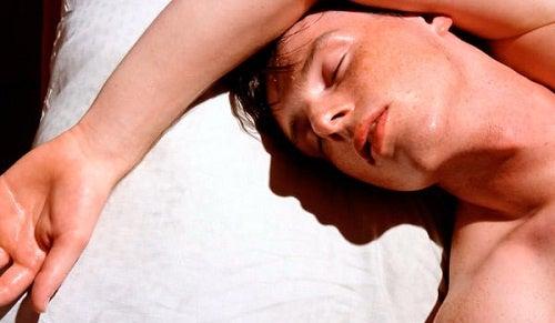 Uyurken Terlemek Normal midir?