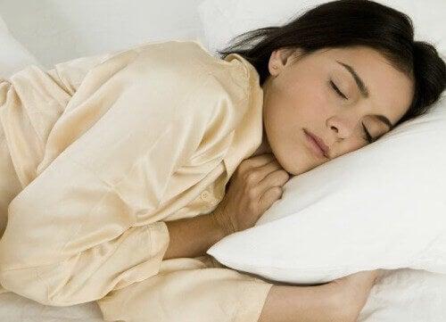 Sol Tarafınıza Yatarak Uyumak ve Yararları