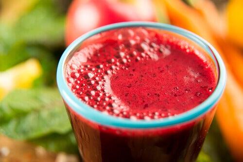 kırmızı meyve suyu
