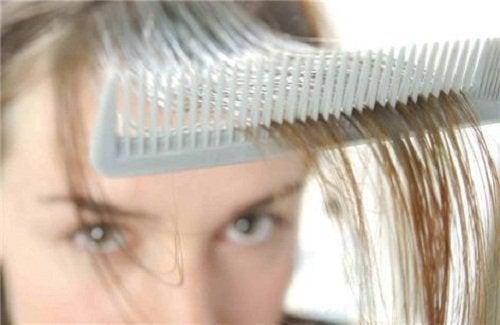 saç taramak ve dökülmesi