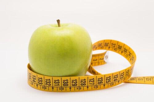 yeşil elma ve metre