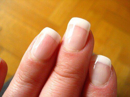 manikürlü el
