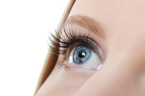 kirpik ve mavi göz