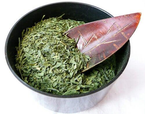 yeşil çay yaprakları