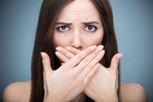 Ağız Kokusu: Kalıcı Olarak Kurtulabilir Misiniz?