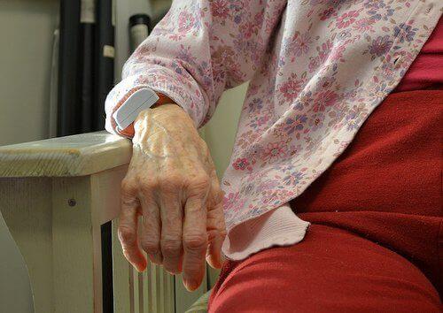 yaşlı kadın eli