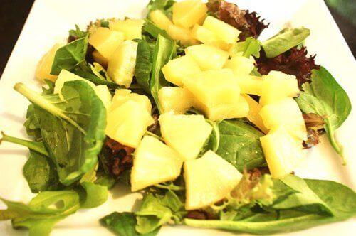 ananas-ıspanak-salatası