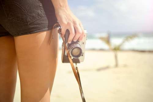 elinde fotoğraf makinesi olan kadın