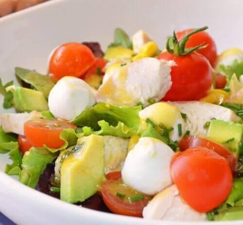 Salata ile Şişkinliği Önleyin ve Arının