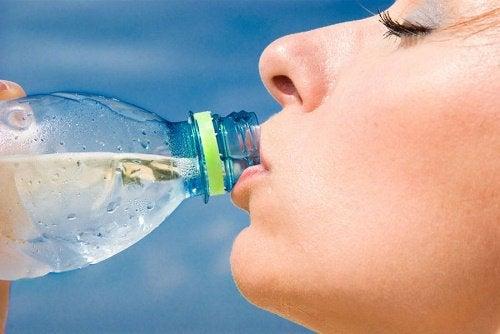 şişe sudan kaçınmak