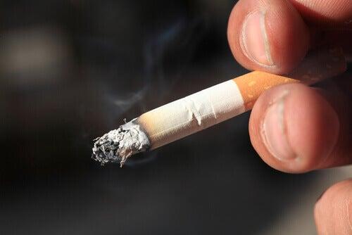 yanan sigara
