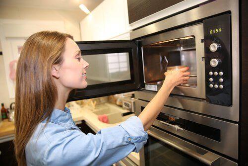 Dikkat! Yemekleri tekrar ısıtmak bazı gıdalar için iyi değildir.