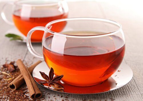 tarçın çayı ve çubukları