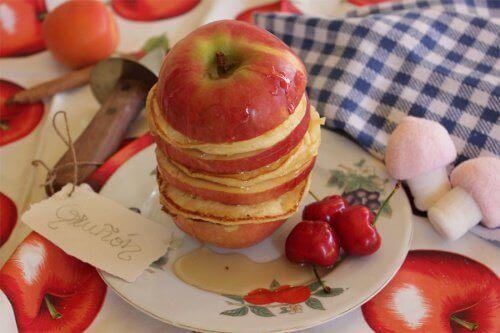 elmadan yapılmış sandviç