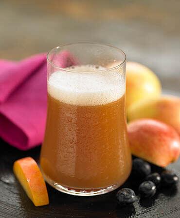 elma suyu ve dilimleri