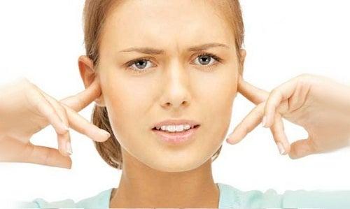kulaklaları çınlayan kadın