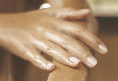 El Şişmesi: Sebepleri ve Tedavi Yöntemleri