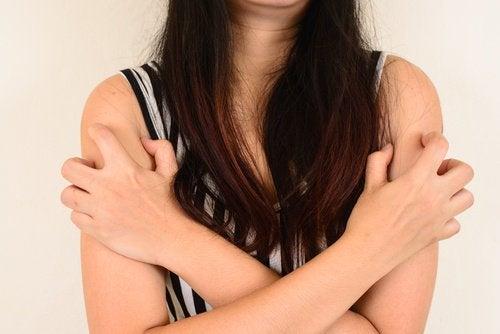 kaşınan kollar