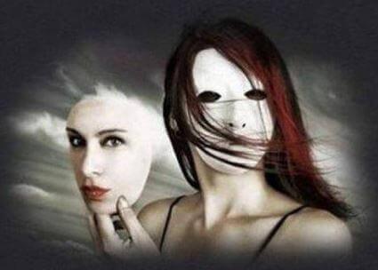 maskesini çıkaran kadın