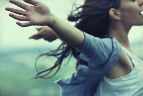 Bazen Yalnız Olmak Özgürlüğün Bedelidir